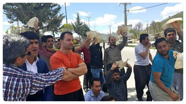 Kurdish Kolber workers in Iran go on strike to protest border closure