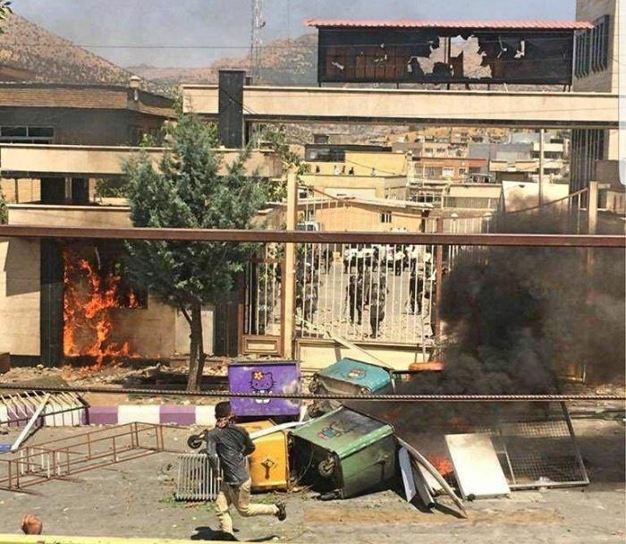 تداوم بازداشت شهروندان معترض به کشتار کولبران در شهرهای مختلف
