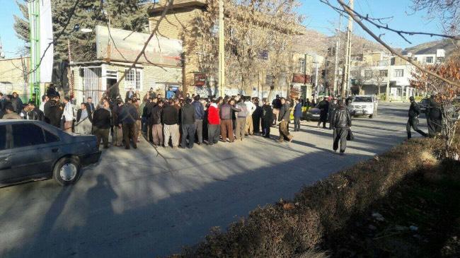 تجمع کارگران شهرداری مریوان در اعتراض به عدم پرداخت حقوق