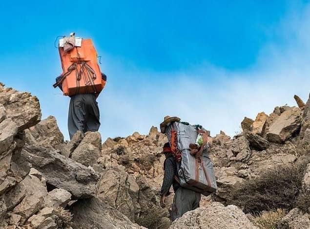 کشته و زخمی شدن چهار کولبر بر اثر انفجار مین و سقوط از کوه