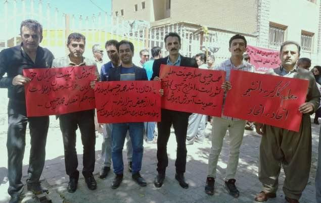 تجمع اعتراضی معلمان مریوان در حمایت از محمد حبیبی